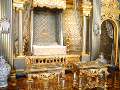 Royal bed - given birth in!