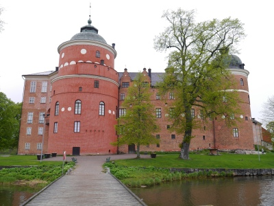 Gripsholm Slot: the large tower is the theatre and it was plastered but then bricks painted on to match the rest of the bricks ... same they did not get the colour quite right!