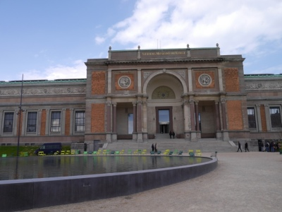 Impressive State Art Gallery exterior - free entry :)