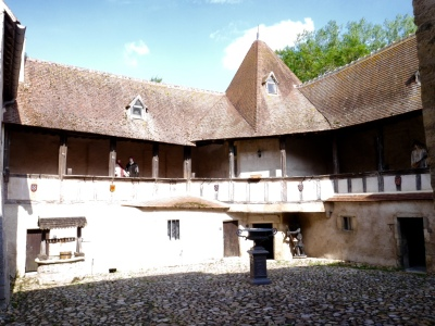 inner courtyard with mannequins to depict Medieval life.