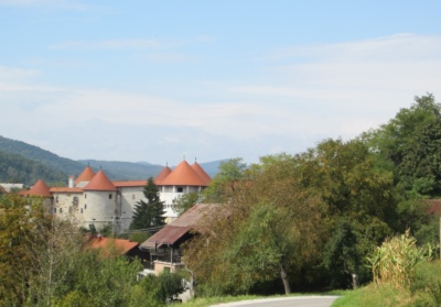 Large rebuilt fortress in Zuzemberk