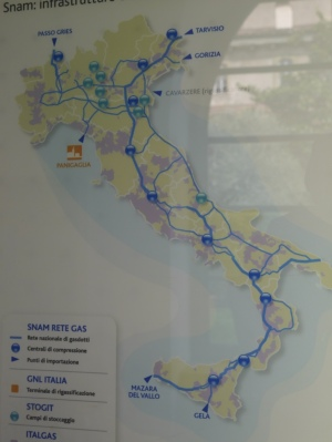 Gas pipelines across Italy ... fairly clear where the industrial wealth is situated!
